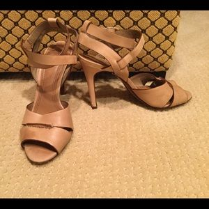 Tory Burch Tan nude leather sandals size 6.5